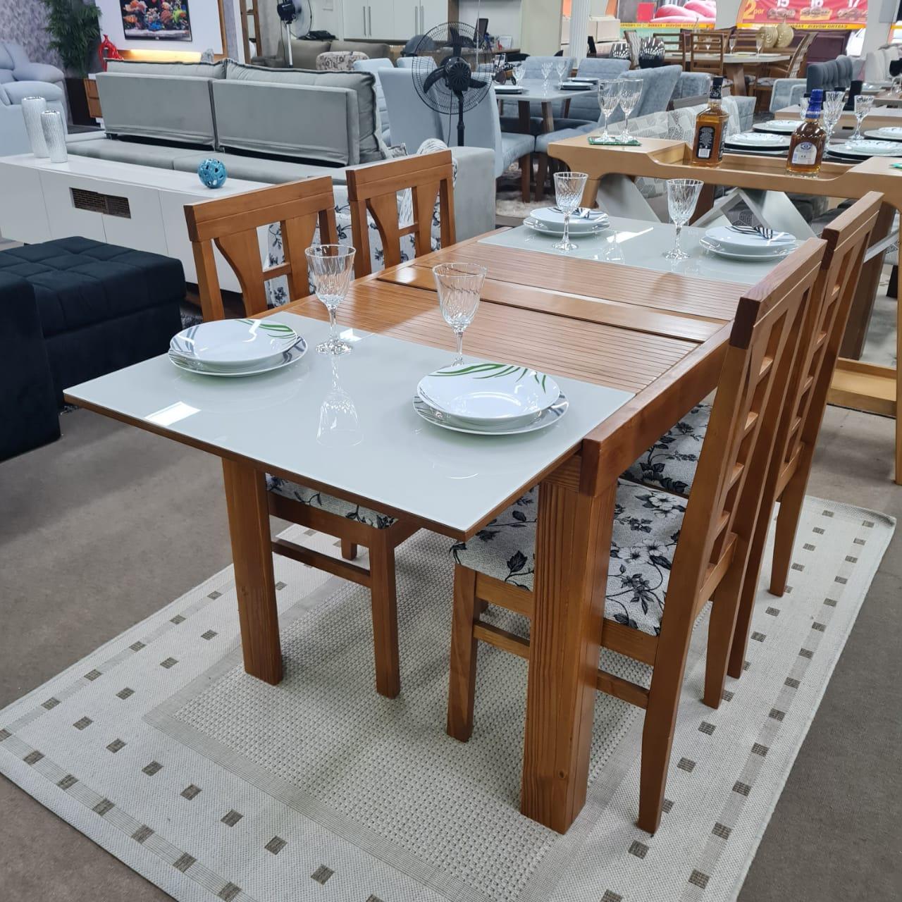 Sala de Jantar Mesa Elástica Londres com 4 Cadeiras Olinda