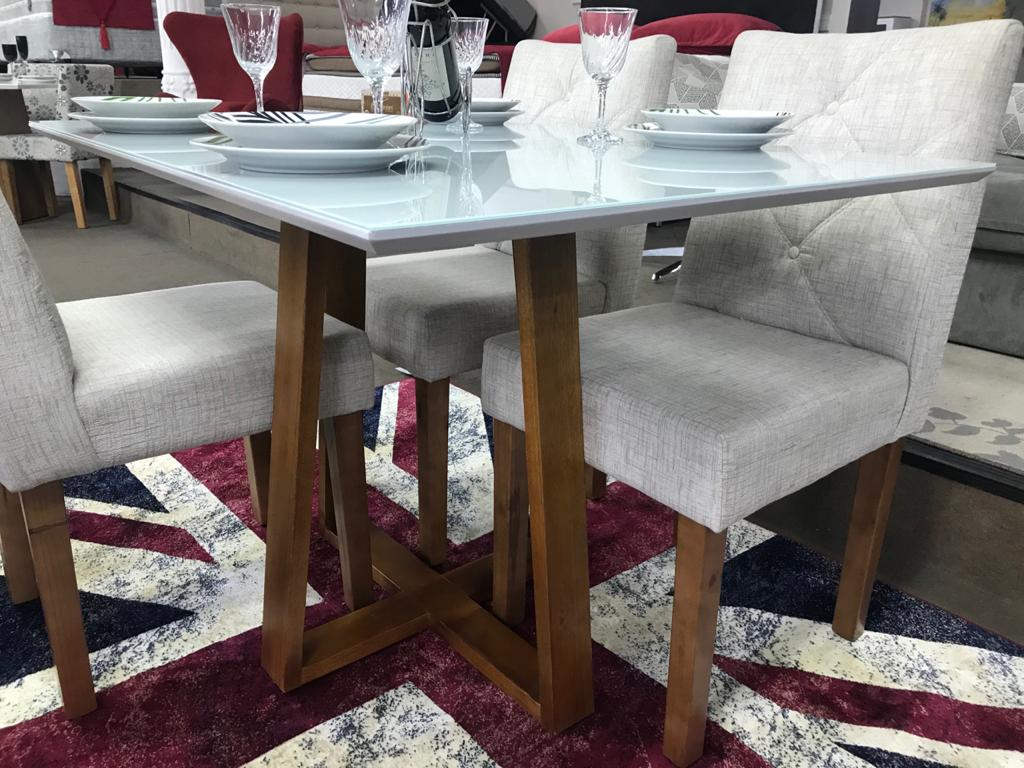 Sala de Jantar Mesa Esmeralda com 4 Cadeiras Rubi