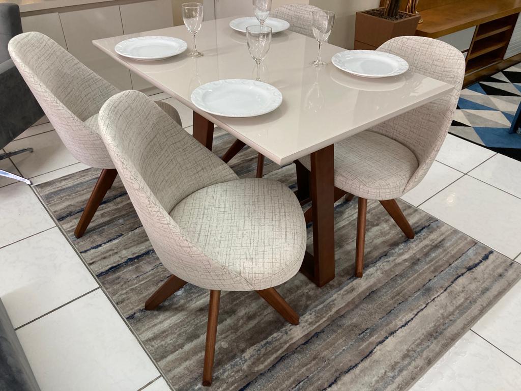 Sala de Jantar Mesa Lia e 4 Cadeiras Dilly Giratórias