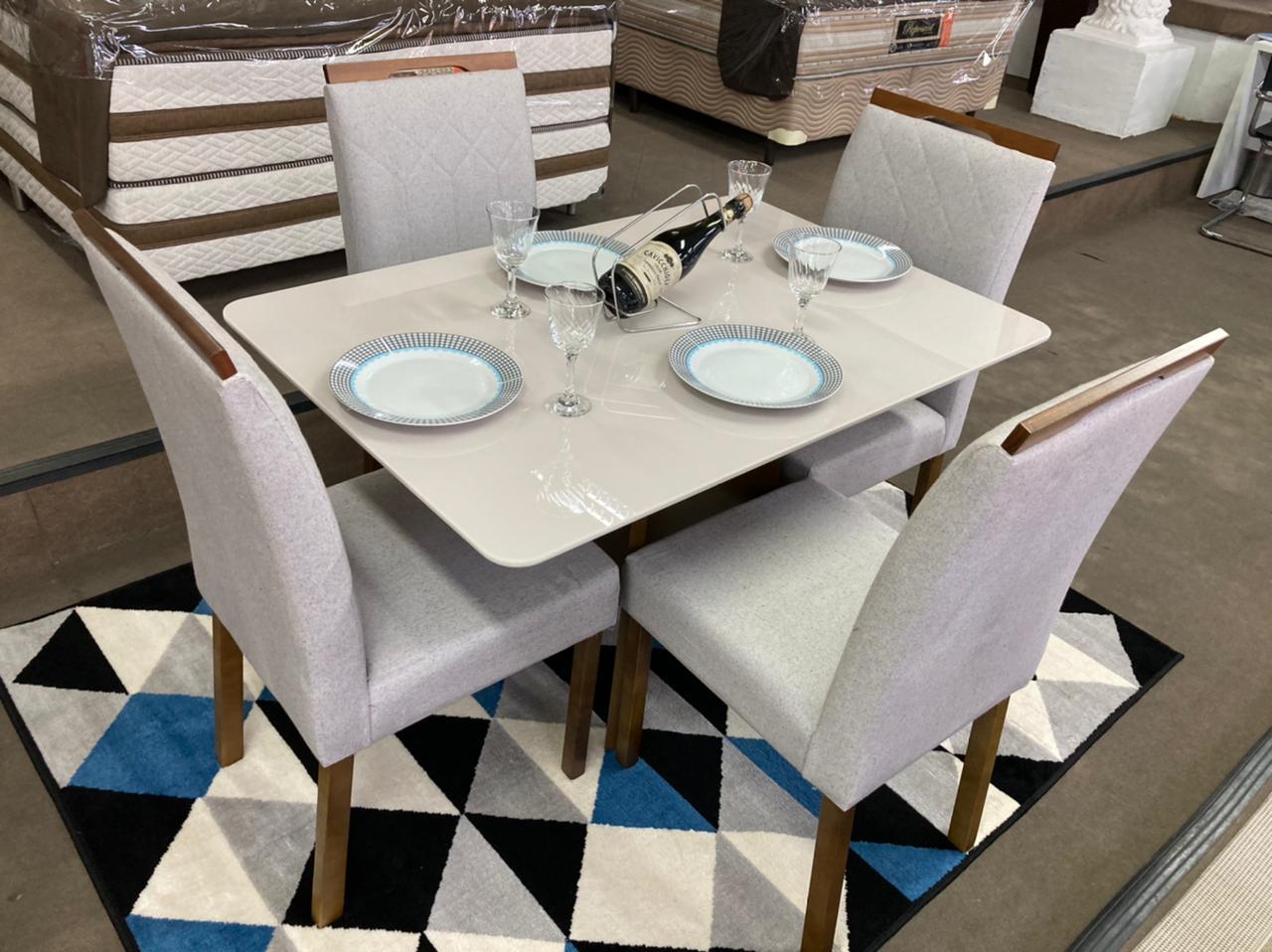Sala de Jantar Mesa Málaga com 4 Cadeiras Luxxor