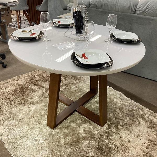Sala de Jantar Mesa Redonda Rose e 4 Cadeiras Dilly Base Fixa
