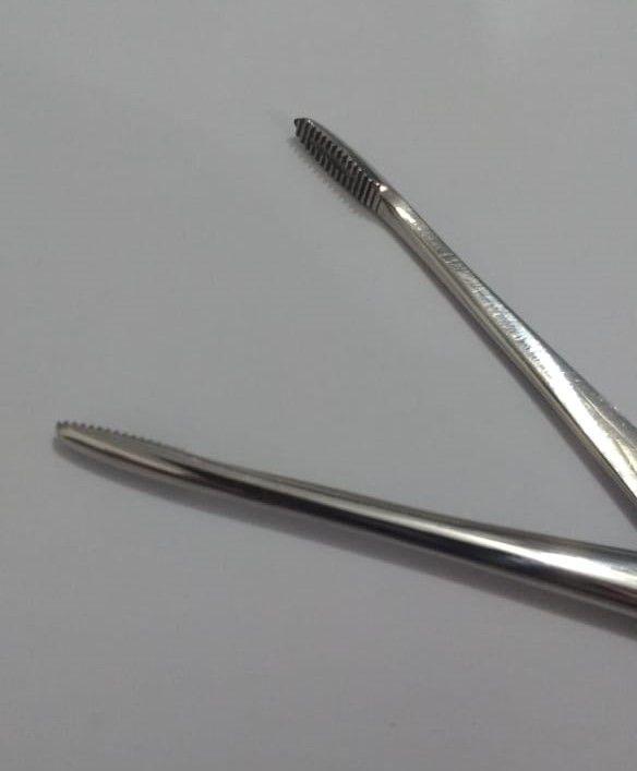 Pinça Hartmann para curativo auricular 15cm ABC