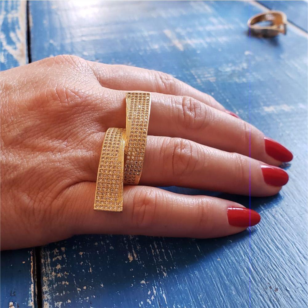 Anel Ondulado Dourado com Zircônias
