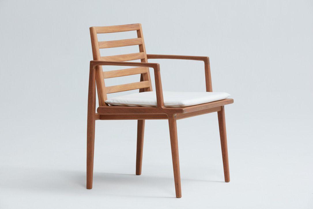 Cadeira Atobá com braço - Designer: Daniela Ferro