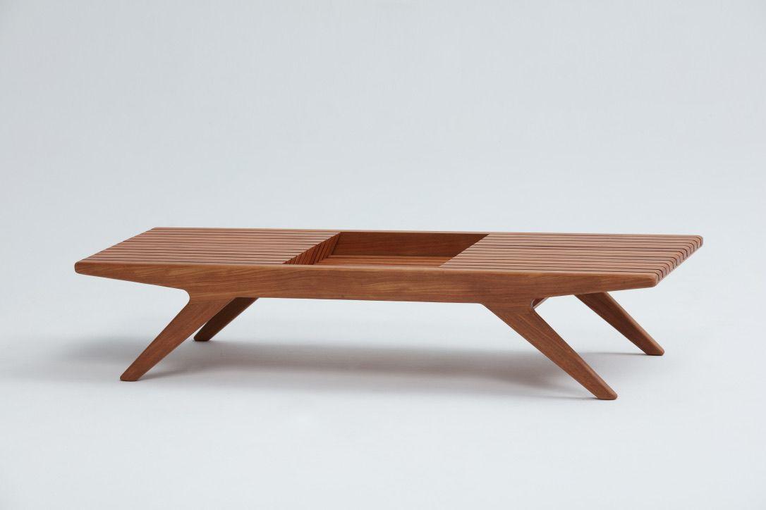 Mesa de Centro Batuíra - Designer: Daniela Ferro