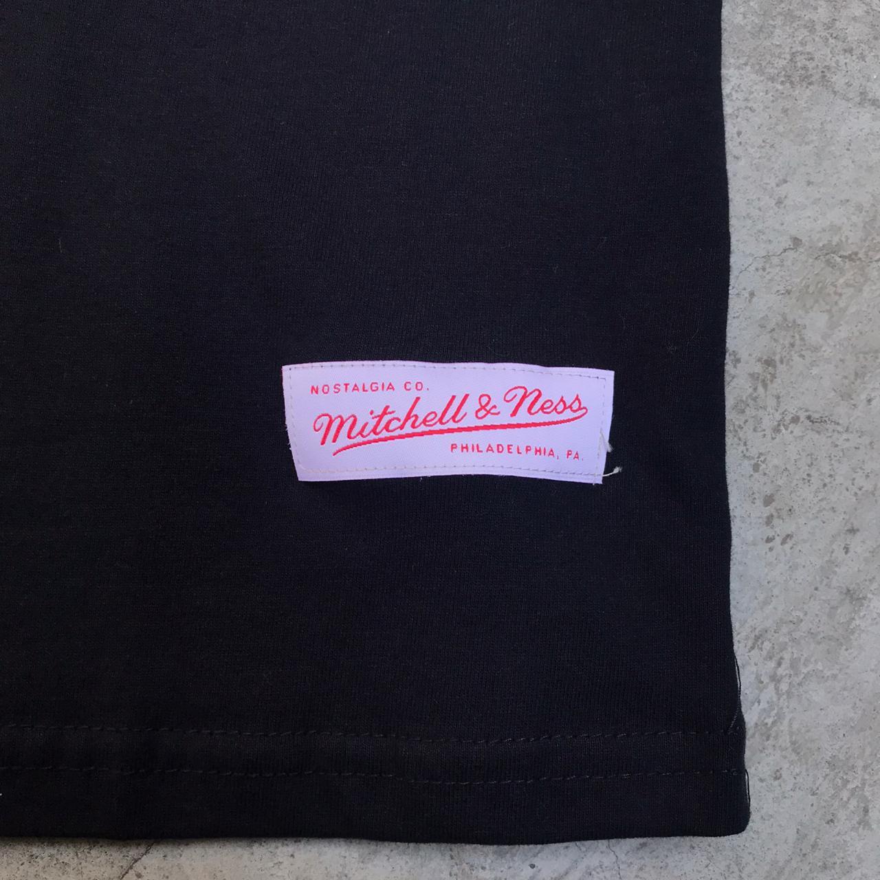 Camiseta Mitchell Ness Team Charlotte Arch Black