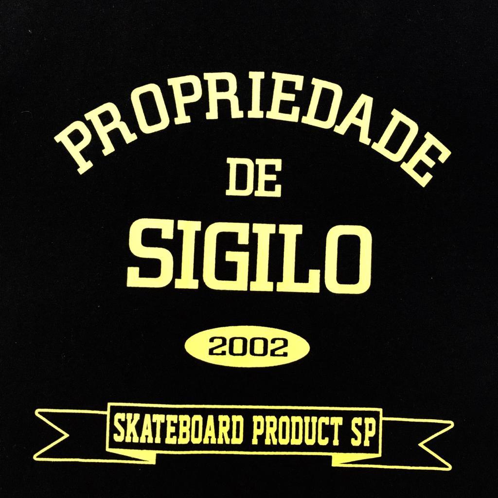 Camiseta Propriedade de Sigilo Black and Yellow
