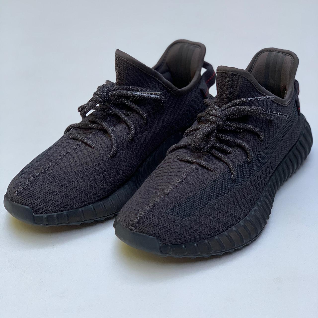 Tênis Adidas Originals YEEZY BOOST 350 V2 Black 9,5/10
