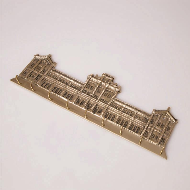 Porta Chaves Prédio central dourado