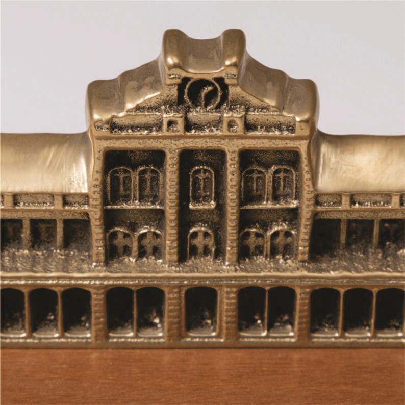 Prédio Central em Dourado base madeira