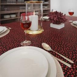Toalha de Mesa Preta com Bolinhas Vermelhas Retangular 10 Lugares