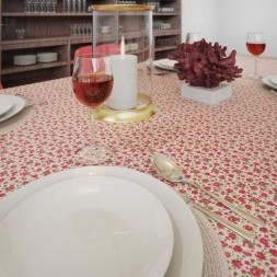 Toalha de Mesa Retangular 8 Lugares Floral Estampada Mil Rosas
