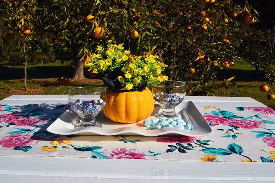Caminho de Mesa Branco com Estampas Florais Coloridas Monique