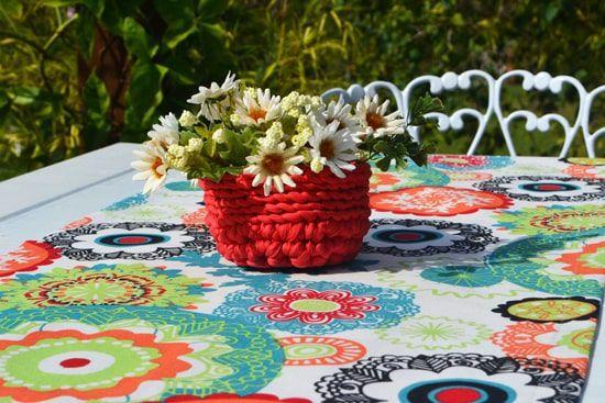 Caminho de Mesa Branco com Estampas Floreadas Coloridas Bernadette com 4 Guardanapos Grátis
