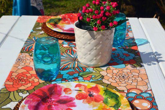 Caminho de Mesa Estampado Floral Bege com Verde Musgo Verônica