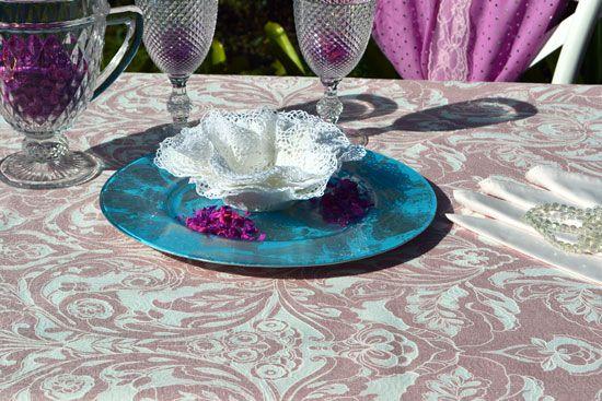 Conjunto Toalha de Mesa Quadrada Rosa Floral com Brilho e Guardanapos