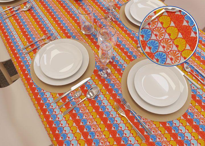 Toalha de Mesa Listrada Retangular 6 Lugares Corações Coloridos