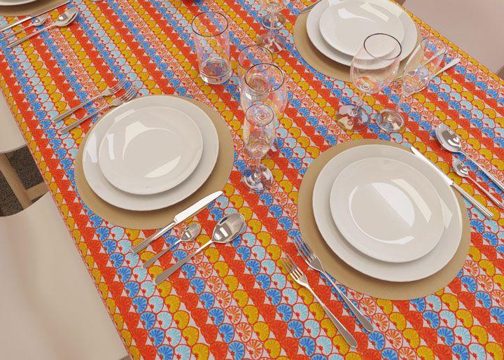Toalha de Mesa Listrada Retangular 8 Lugares Corações Coloridos