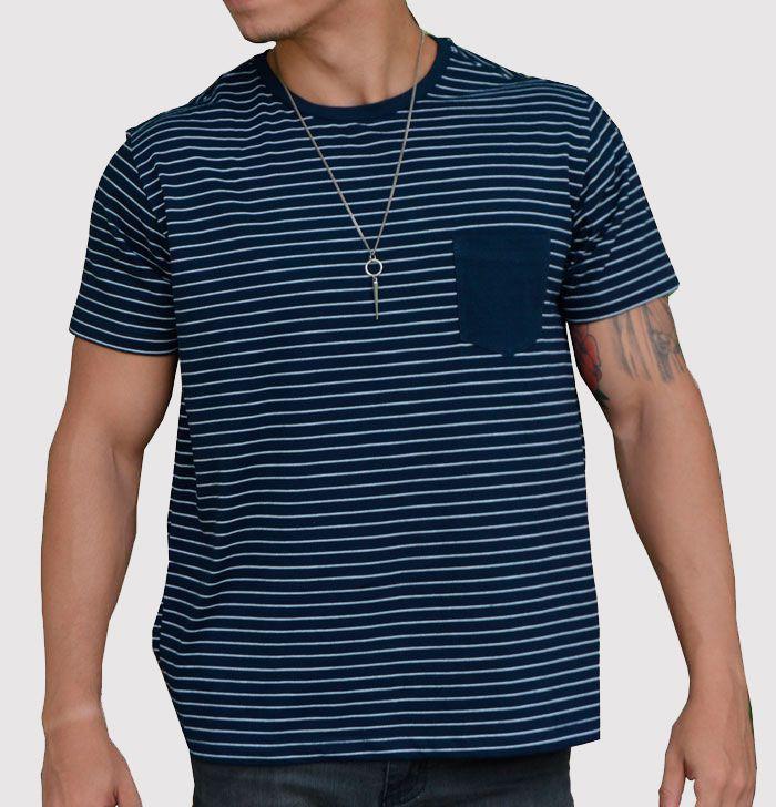 Camiseta Azul Listrada White Stripes com Bolso Azul Marinho