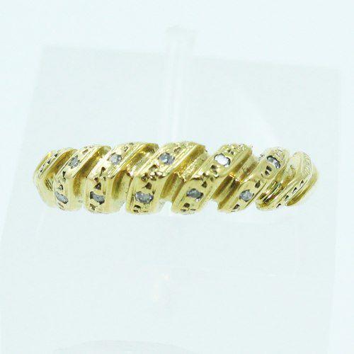 Um Anel De Ouro 18k750 Diamantes 224