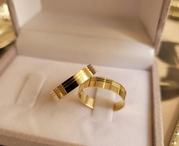 Aliança de Casamento em Ouro 18 k Angélica