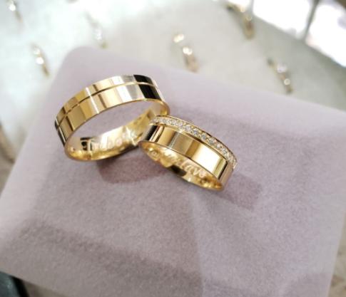 Aliança de Casamento em Ouro 18k Evelyn