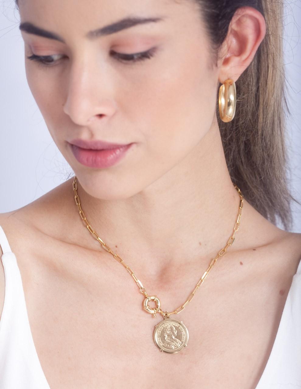Colar Cartier Médio Liso com Medalha Folheado em Ouro 18K