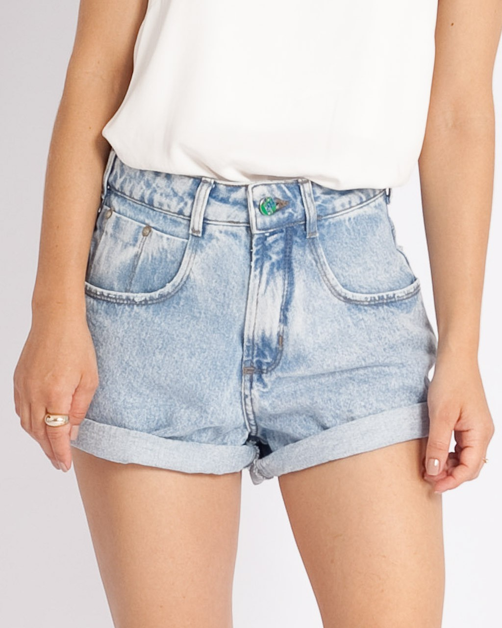 Short Jeans Mom Cintura Alta Marmorizado