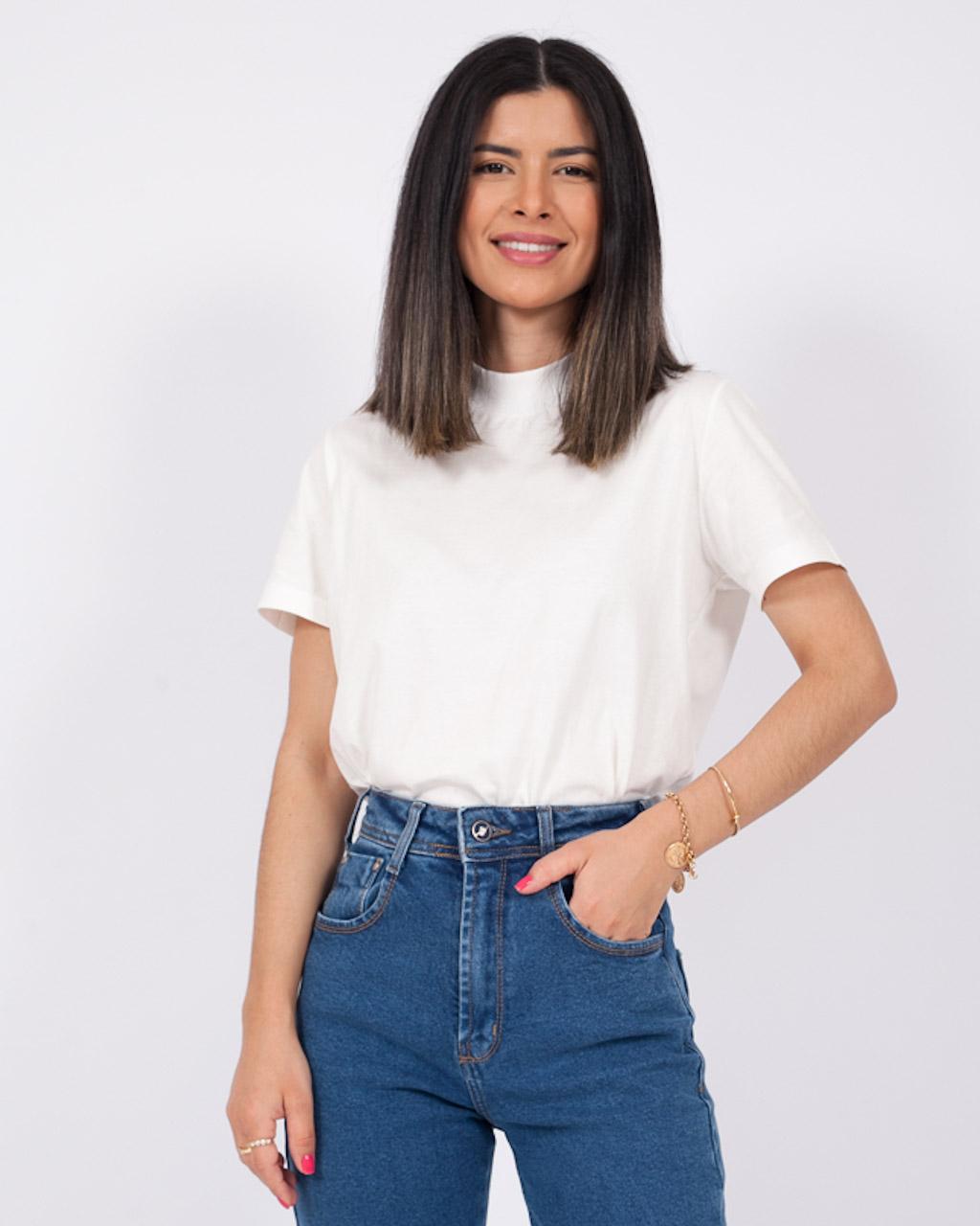 T-Shirt Básica Gola Retilínea Off White