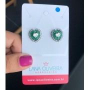 Brinco Coração Com Pedra Cristal e Pedra Verde Esmeralda