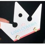 Brinco Placa Lisa Diagonal Com Mini Zircônia