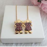 Colar Duas Meninas Com Pedras Pink