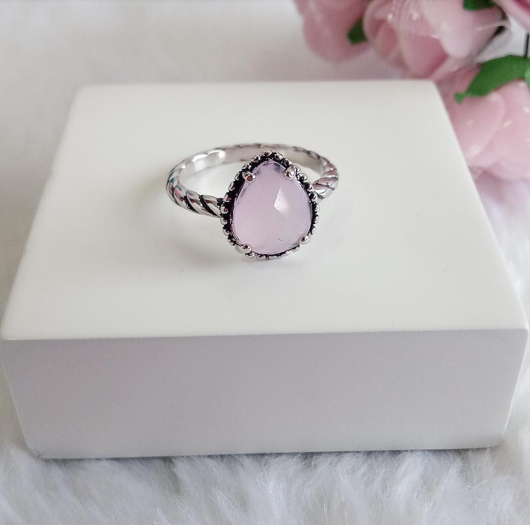 Anel Gota Envelhecida Com Pedra Rosa Leitoso