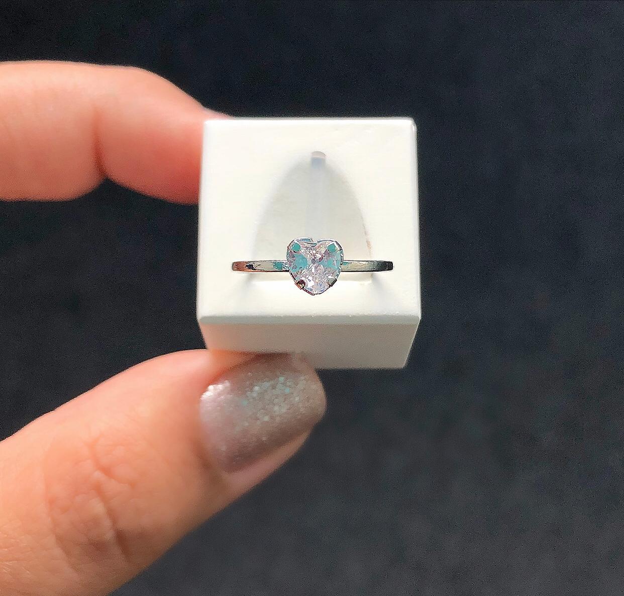 Anel Solitário Coração Pedra Cristal