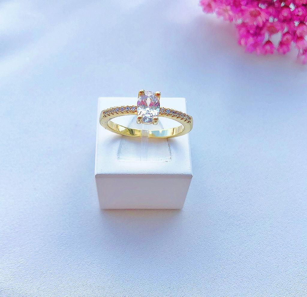 Anel Solitário Pedra Oval Cristal