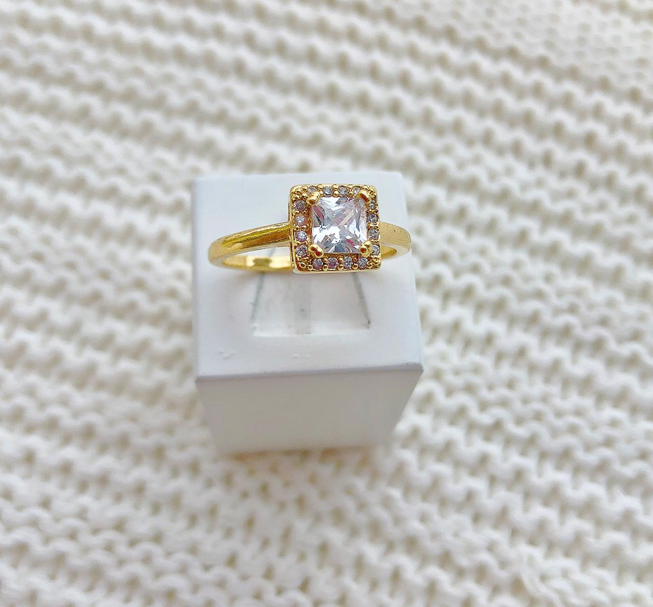 Anel Solitário Pedra Quadrada Cristal
