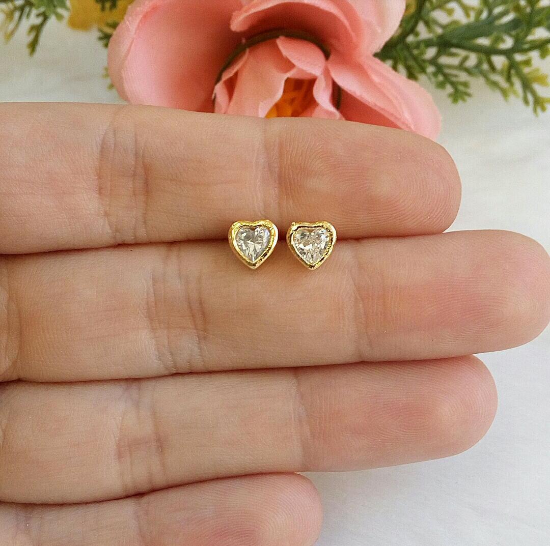 Brinco Coração Com Pedra De Zircônia E Base Lisa