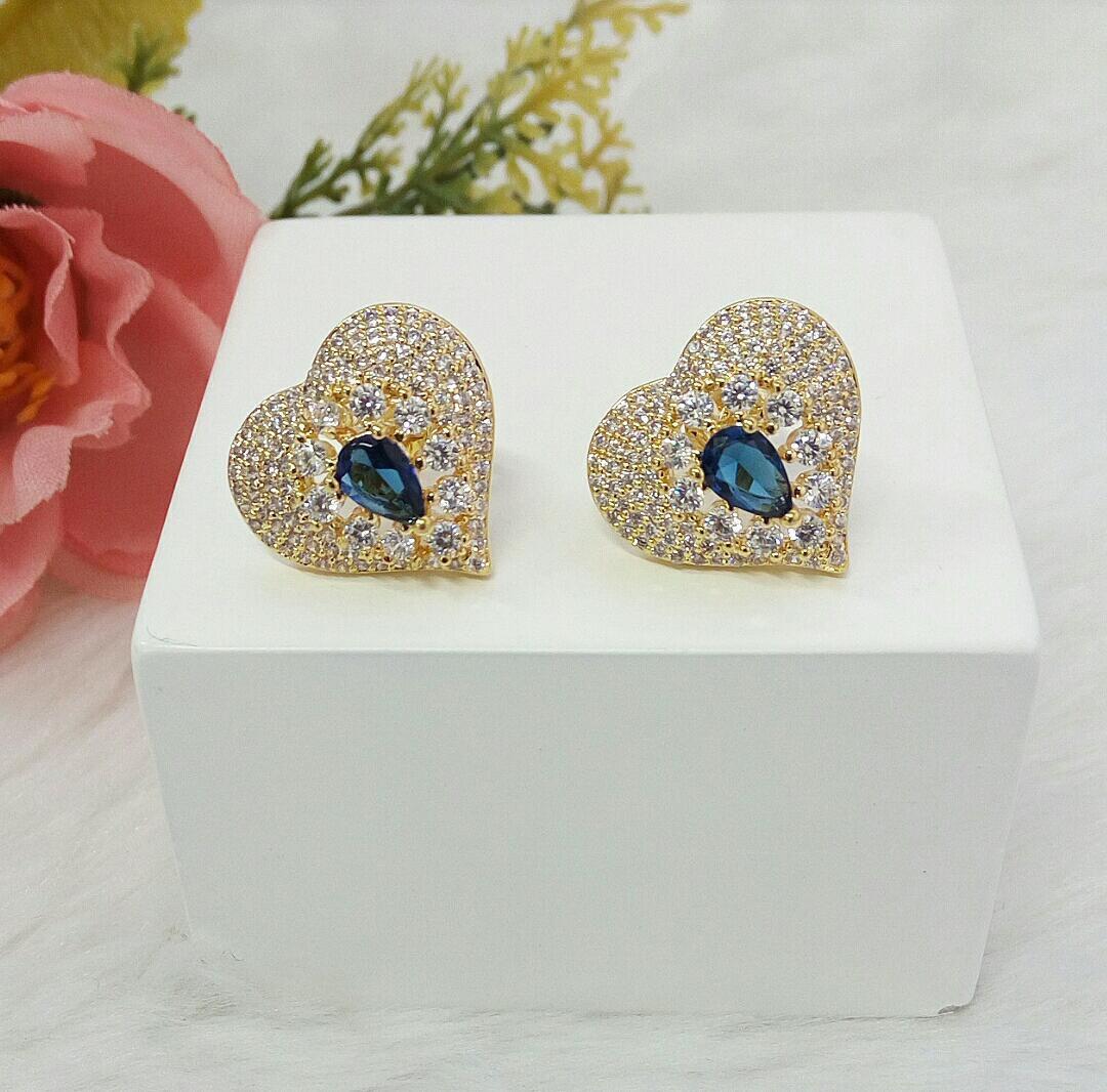 Brinco Coração Com Zircônia Cristal e Zircônia Azul Safira