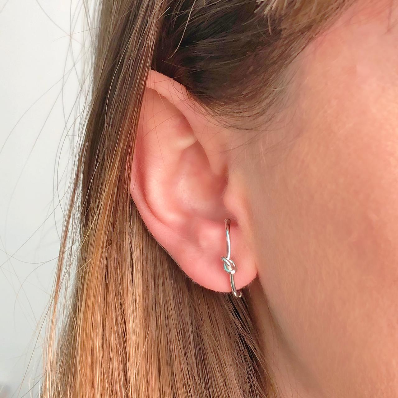 Brinco Ear Hook Nó