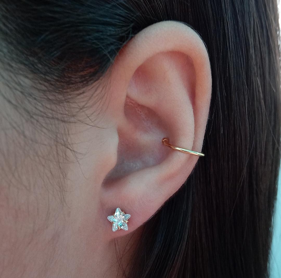 Brinco Estrela Pequena Com Pedra Cristal