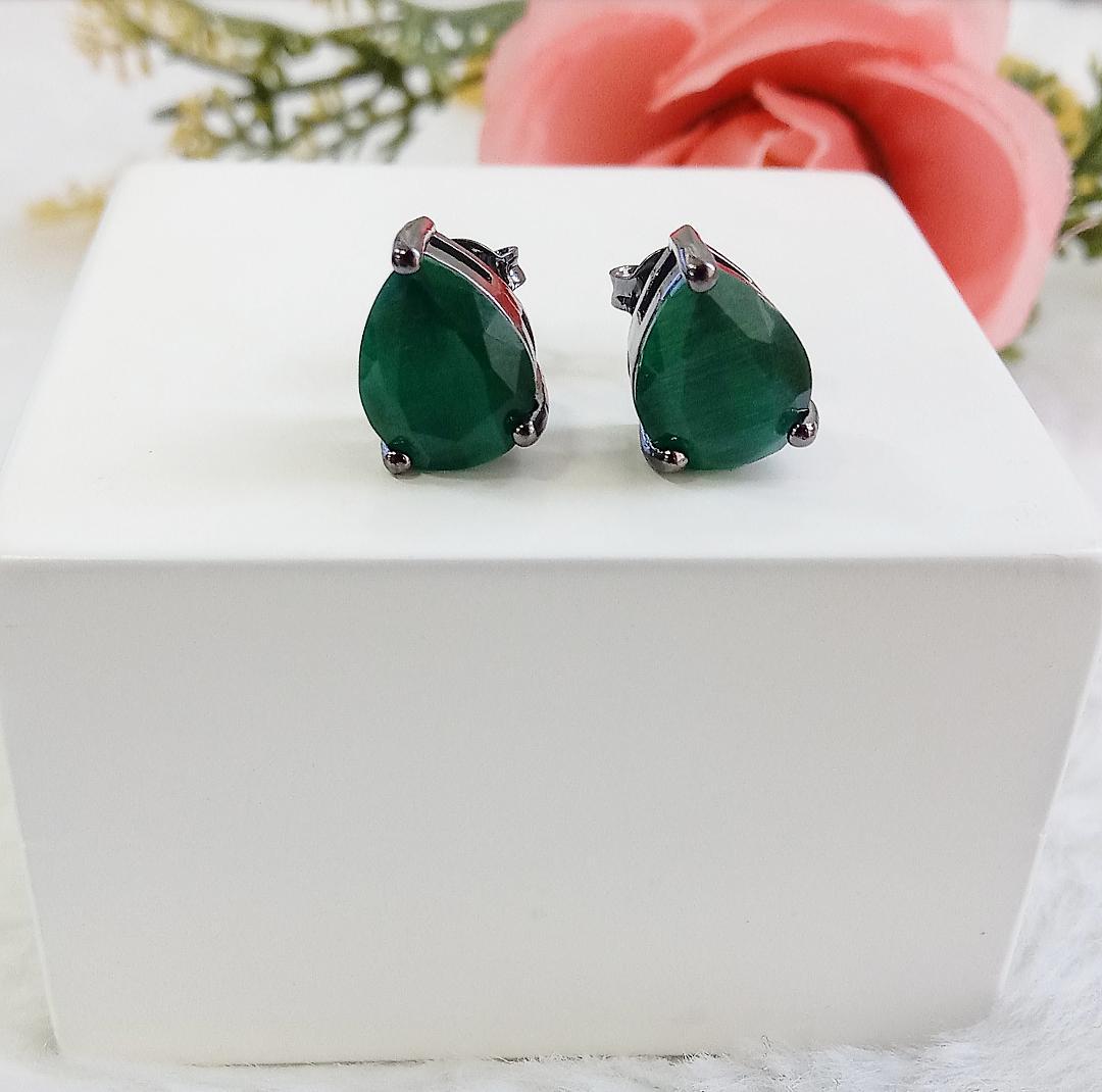Brinco Gota Olho De Gato Com Pedra Verde Esmeralda