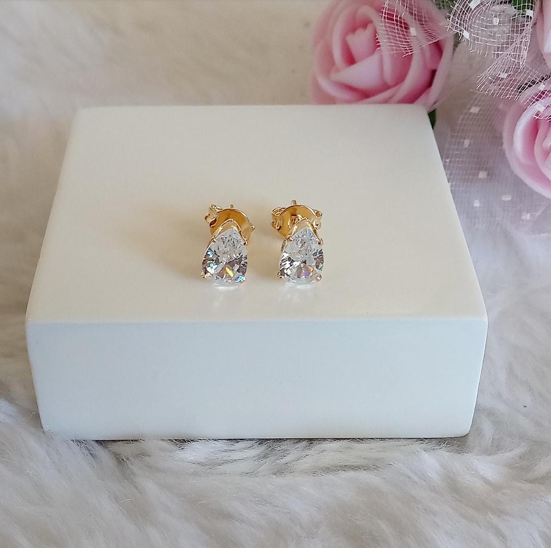 Brinco Gota Pequena Com Pedra Cristal