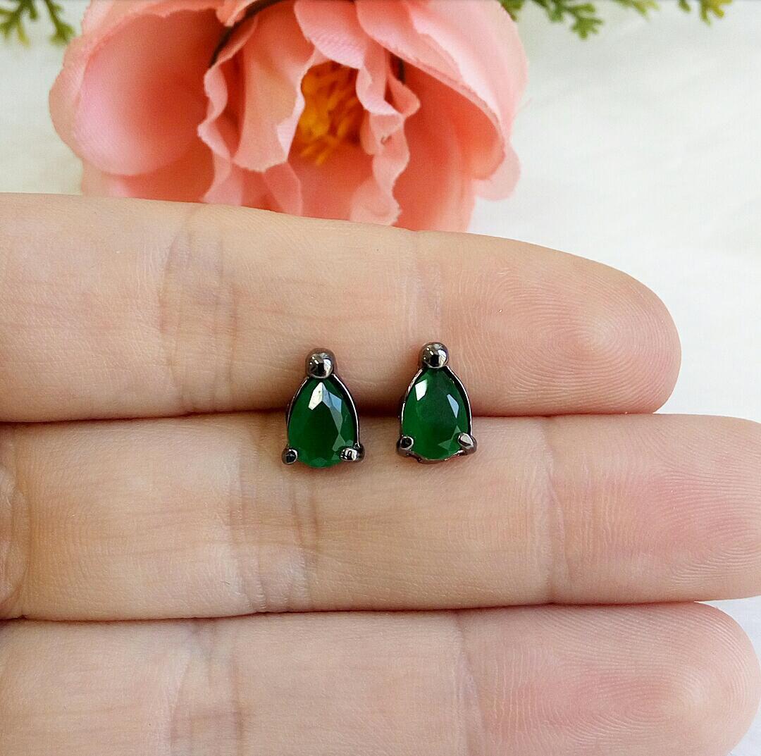 Brinco Gota Pequena Verde Esmeralda Leitosa