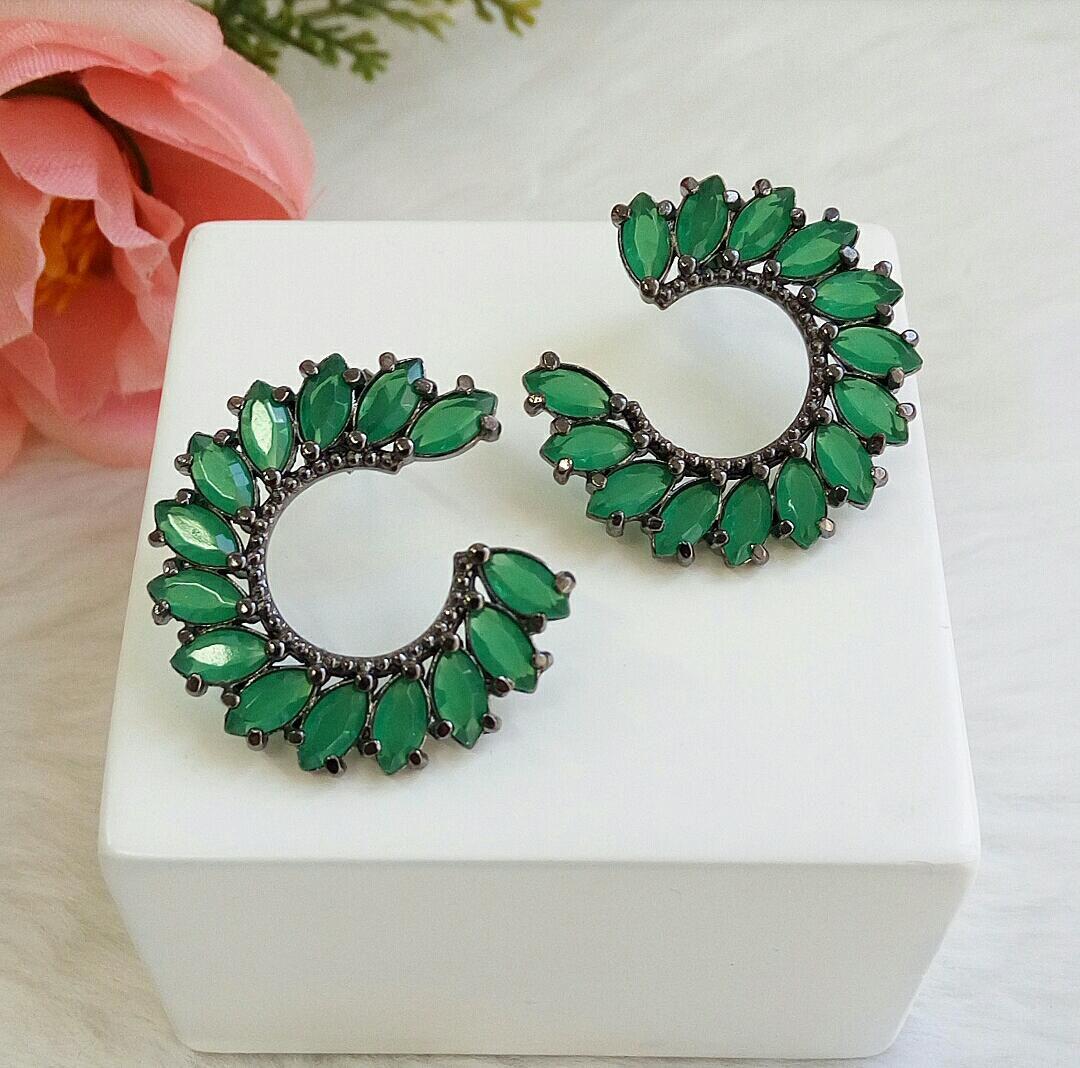 Brinco Meia Lua Com Pedra Navete Verde Esmeralda