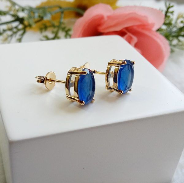 Brinco Oval Pequeno Com Pedra Azul Safira