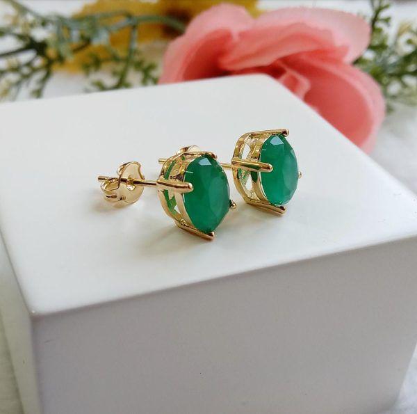 Brinco Oval Pequeno Com Pedra Verde Esmeralda Leitoso