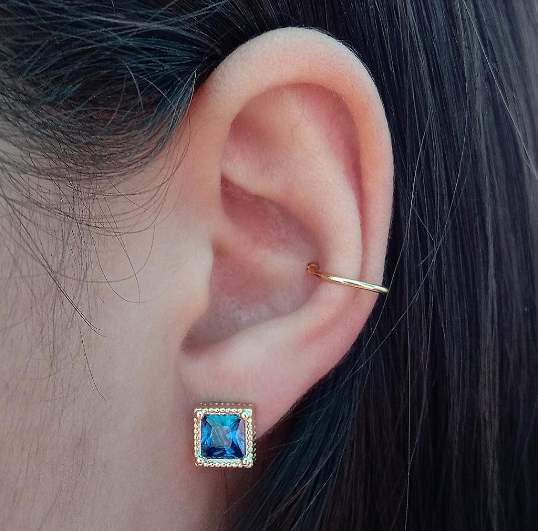Brinco Quadrado Com Pedra Azul Safira E Base Trabalhada