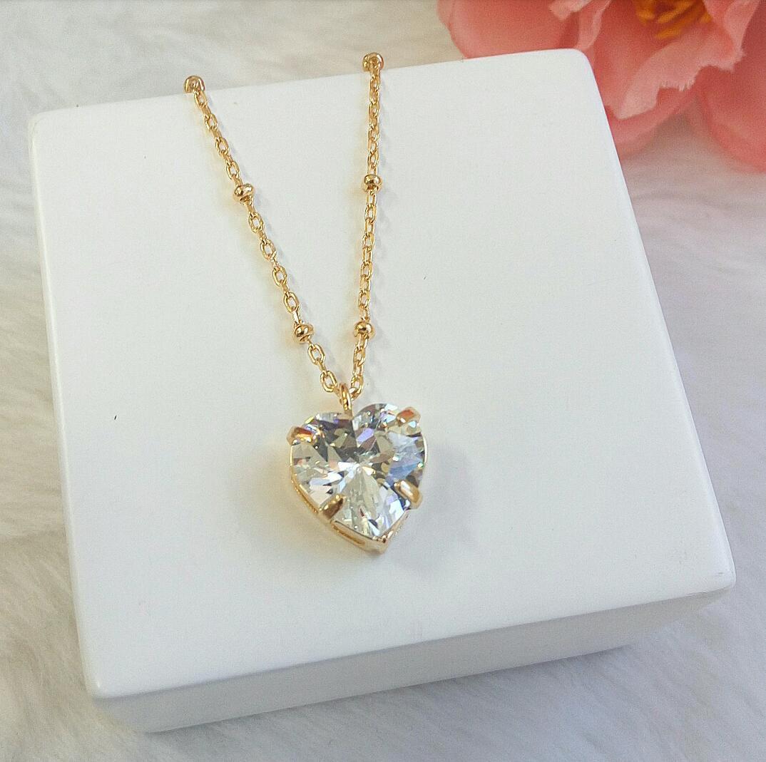 Colar Com Mini Bolas E Coração Cristal