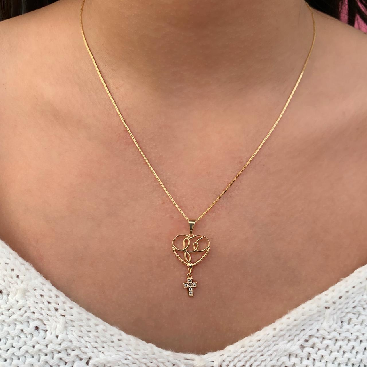 Colar Coração Escrito Fé Vazado Com Crucifixo Pendurado