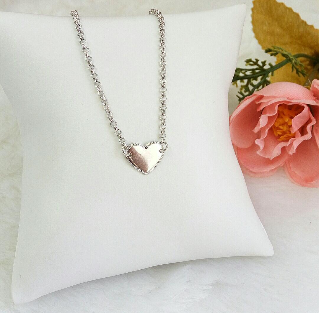Colar Coração Liso Detalhado Com Corrente Mini Elos